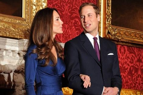 El príncipe y su prometida, en la presentación oficial. | Afp
