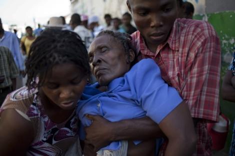 Una mujer con síntomas de cólera. | A. Martínez