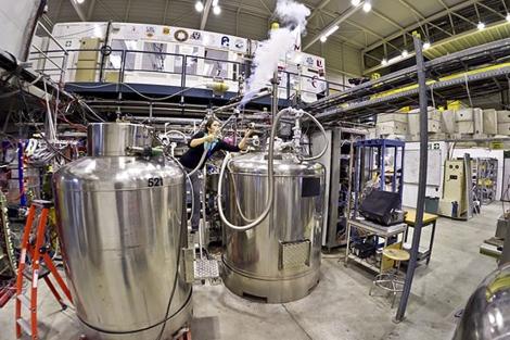 Una científica del experimento ALPHA. | CERN.