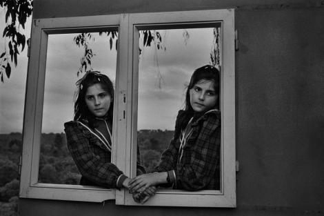 Ventana al Aire (Amoeiro, 1986). | Cristina García Rodero / Magnum Photos