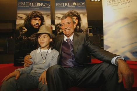 Marcos Rodríguez, en el que se basa la película, y Manolitos, actor que interpreta su infancia.   Madero Cubero