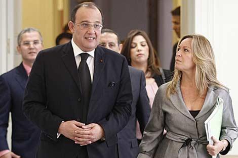 El ministro de Exteriores marroquí, Taib Fasi Fihri, junto a Trinidad Jiménez. | José Aymá