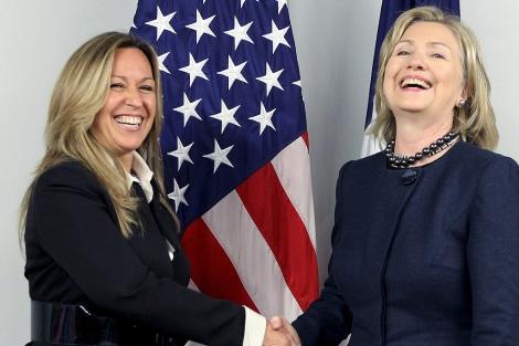 Jiménez, junto a la secretaria de Estado de EEUU, Hillary Clinton. | Efe