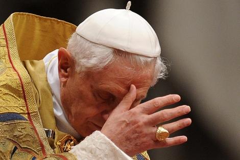 Benedicto XVI, este sábado en la basílica de San Pedro. | AFP