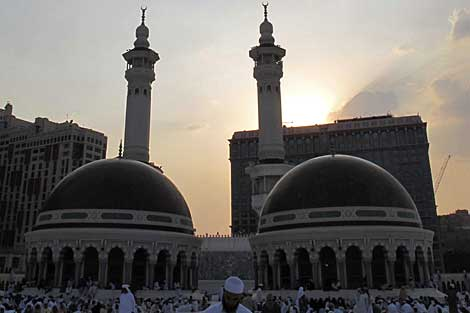 La Gran Mezquita de La Meca, cuya vista bloquean dos edificios altos. | REUTERS