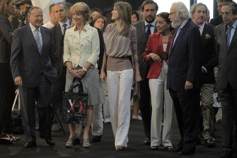 Aguirre, junto a la princesa Letizia, en la Cibeles Fashion Week 2010. | Alberto Cuéllar
