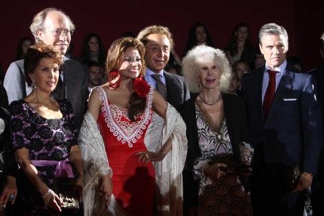 La Toya, junto a Cayetana de Alba, Espartaco, Victorio y Luchino y María Rosa. | Carlos Márquez