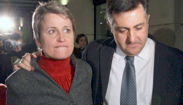 Puigcercós consuela a Anna Simó.| Efe