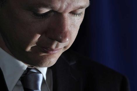 Julian Assange durante una rueda de prensa en Londres. | Ap