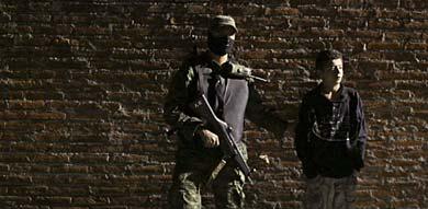 El menor detenido ha sido presentado a los medios.   Reuters
