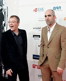 Luis Tosar (d) y Daniel Monzón. | Efe