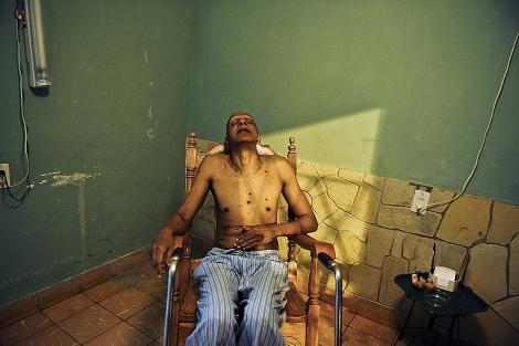 El disidente cubano Guillermo Fariñas, en su casa. | Afp