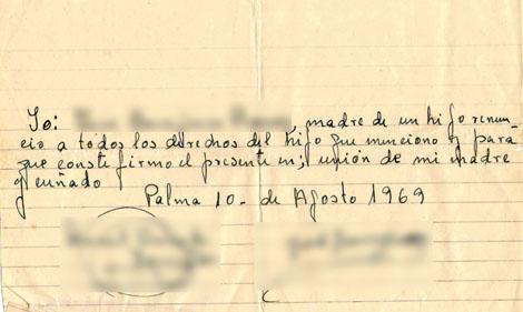 Carta de renuncia de la madre biológica (los nombres han sido tachados).