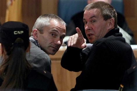 Joseba Permach y Arnaldo Otegi, durante el juicio.   Efe