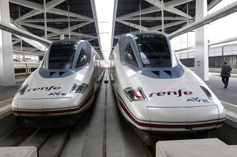 Dos de los trenes de alta velocidad que unirán Madrid y Valencia. | Vicent Bosch