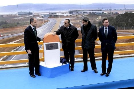 Camps, Fabra, Rambla y Flores, este martes en la apertura del vial al aeropuerto. | ELMUNDO.es