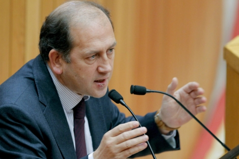 Xaquín Fernández Leiceaga, durante el último pleno del año.   Efe