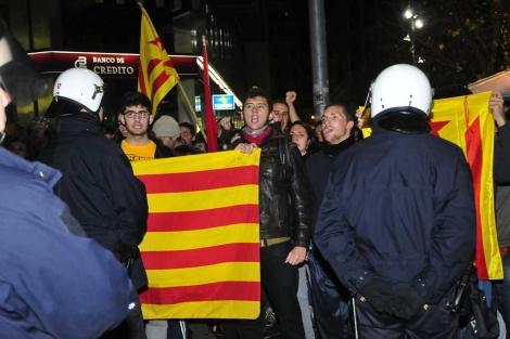 La Policía ha seguido de cerca a los independentistas. | A. Vera