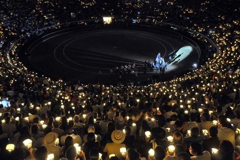 La plaza durante la peregrinación de la Virgen de la Macarena antes del festival. | C. Ortega