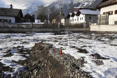 Campo en el que se han encontrado los restos de unas 220 personas.| Efe