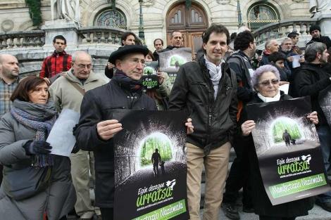 Tasio Erkizia y Txelui Moreno apoyan con su presencia la presentación de la marcha. | Mitxi