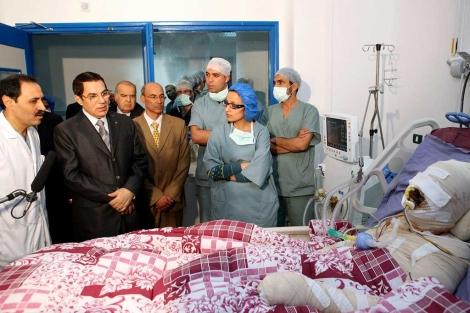 EL presidente tunecino visitó a Mohamed Bouazizi en el hospital antes de que muriera. | Afp
