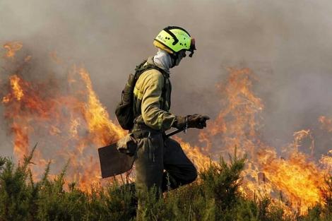 Un incendio en Zaragoza el pasado verano.   Efe