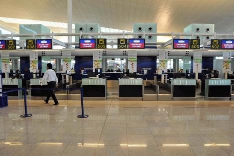 Todos los mostradores del aeropuerto estaban cerrados; imposible embarcar. | S. Cogolludo