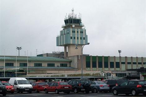 La vieja terminal compostelana quedará vacía en abril con el cambio al nuevo edificio.   EP