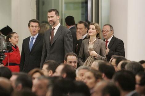 Los Príncipes, el presidente de la Xunta, el conselleiro de Cultura y el alcalde de Santiago. | R. G.