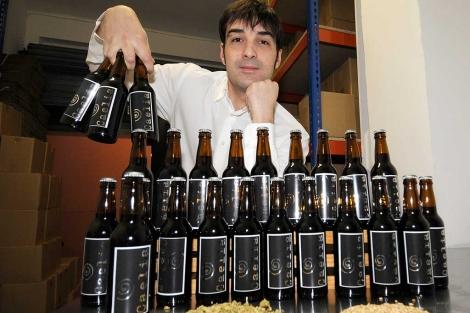 Marcos Sanz Benito es el creador de la primera cerveza artesana de Soria, a la que ha denominado Caelia. | Úrsula Sierra