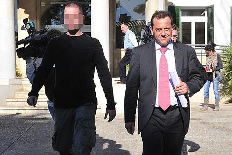 El fiscal anticorrupción. Pedro Horrach, sale de las dependencias del Consell | Alberto Vera