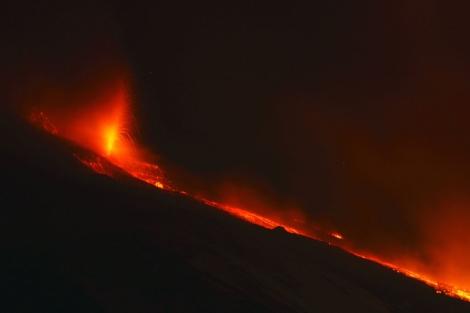 El volcán Etna, en erupcion, en la isla italiana de Sicilia. | Reuters