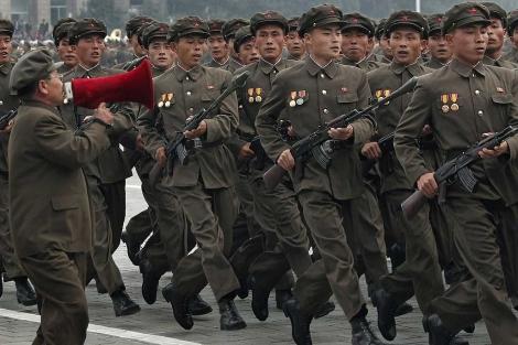 Desfile de soldados norcoreanos. | Ap
