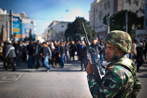 Pese al anuncio, los disturbios continúan en la capital.   Afp