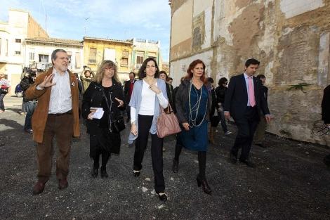La ministra González-Sinde, durante su visita a El Cabanyal en marzo de 2010. | Benito Pajares