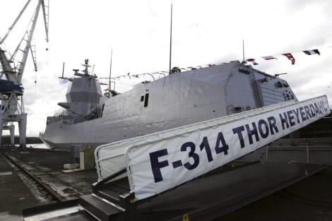 La F-314 'Thor Heyerdahl' en el muelle 12 de la factoría ferrolana.   Efe