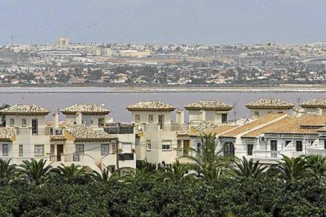 Apartamentos en primera línea de playa en Torrevieja. | ELMUNDO.es