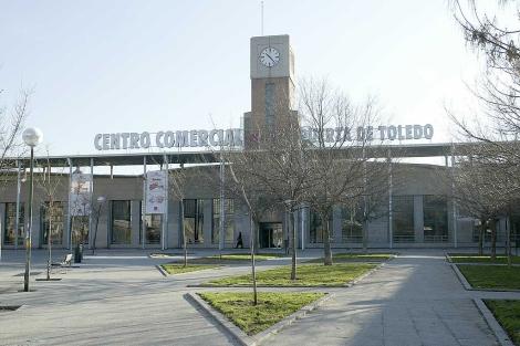 Fachada del centro comercial Puerta de Toledo. | Bernabé Cordón ( EL MUNDO)