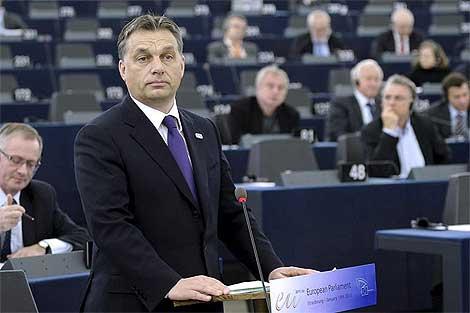 El primer ministro húngaro, Viktor Orban, en su intervención en el pleno.| Efe