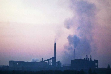 Una fábrica de ácero en Bulgaria. | AP