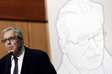 El ex fiscal Carlos Jiménez Villarejo, durante el acto a favor de Garzón. | Foto: Reuters