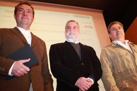 Los candidatos Espadas (PSOE), Torrijos (IU) y Zoido (PP). | Esther Lobato
