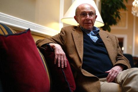 Imagen de archivo de Jaime Salinas durante la presentación de su libro de memorias 'Travesías'.   A. Heredia