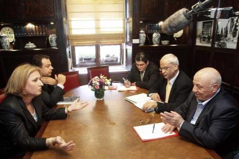 La israelí Livni y los palestinos Erekat y Abu Ala, en 2008. | Reuters