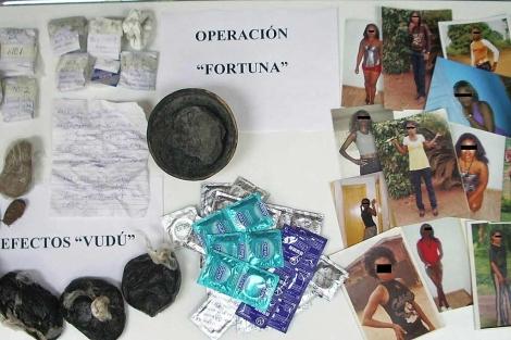 Material incautado a la red desmantelada por la Policía. | Interior