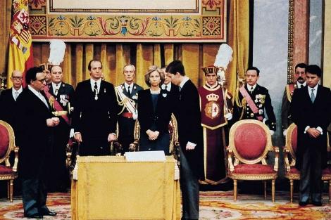 El Príncipe Felipe jura la Constitución el 30 de enero de 1986. (Efe)