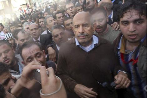 El dirigente de la oposición, Mohamed el Baradei, durante las protestas. | Efe
