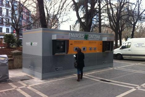 Máquina instalada en Pamplona de recuperación de envases.| Retorna