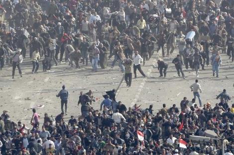 Disturbios en la Plaza Tahrir de El Cairo.| Ap